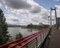 Возле вантового моста снесут велопрокат и все кафе