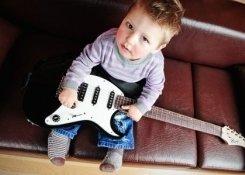 Обучение игре на инструментах (фортепиано, синтезатор, гитара или скрипка)