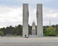 Под памятником Курчатову вот-вот откроется SPAR