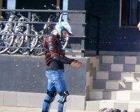 Красноярец ездит на работу на самодельном маунтинборде