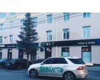 В Челябинске разрисовали машины в честь открытия ресторана