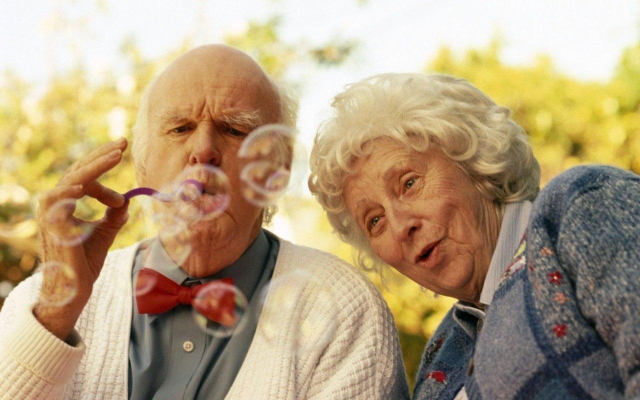 Поздравление одиноких пожилых людей