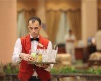 В Казани определят лучшего бармена, официанта и горничную