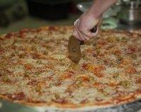 Служба доставки еды в Челябинске делает самую большую в России пиццу